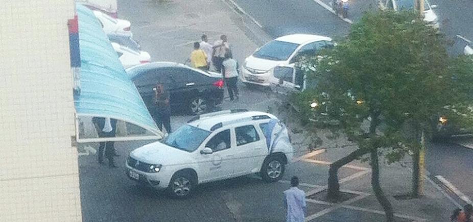 [Assalto na Casas Bahia termina em tiroteio na Pituba; dois são baleados]