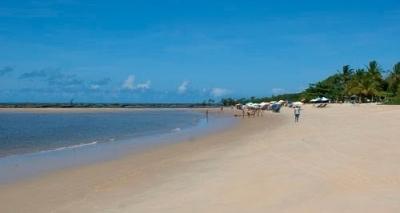 Corpo de assistente social é encontrado dentro de mala enterrada em praia do interior