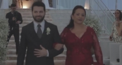 Fã de futebol, noivo sobe ao altar com hino da Champions League; vídeo