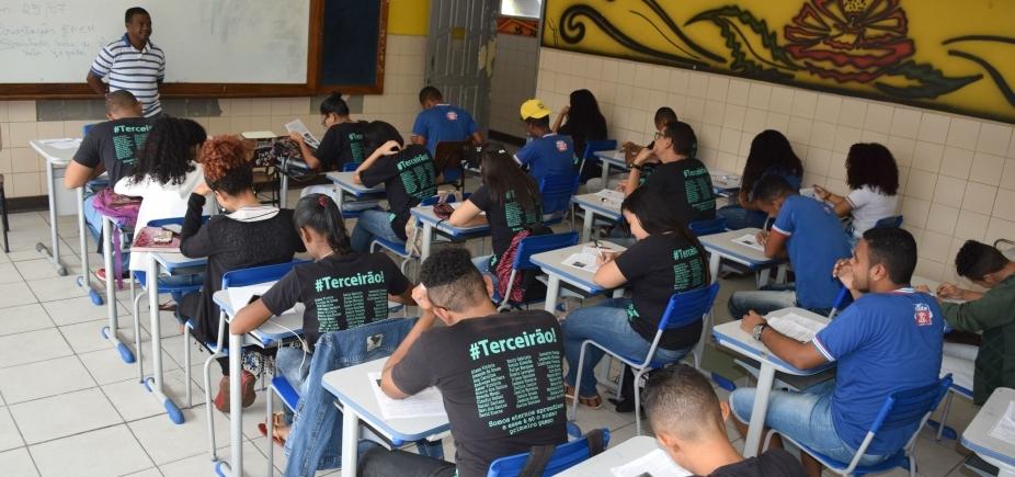 [Secretaria de Educação libera estímulo à permanência de professores em atividade de classe ]
