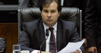 'Governo pendurado': Maia diz que não vai adiar análise da denúncia contra o presidente
