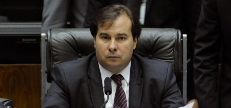 [\'Governo pendurado\': Maia diz que não vai adiar análise da denúncia contra o presidente]