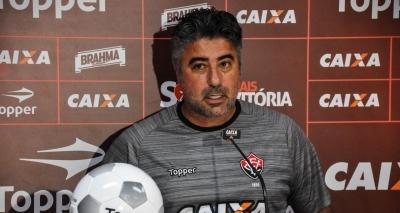 'Arbitragem nos encurralou', diz Gallo sobre pênalti marcado contra o Vitória