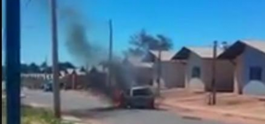 [Mulher queima carro do marido após flagrar traição com amante; vídeo]
