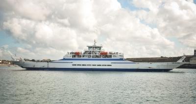 Ferry tem saídas a cada uma hora; cinco embarcações operam neste domingo