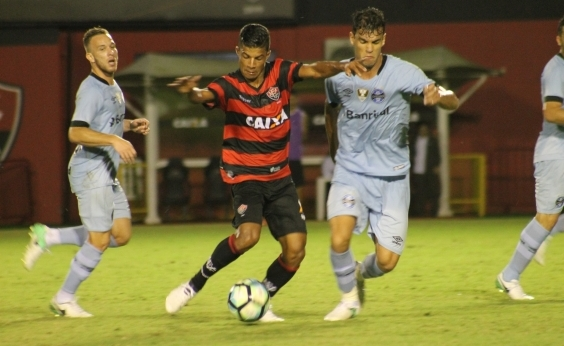 Vitória perde do Grêmio por 3 x 1 e afunda na zona de rebaixamento