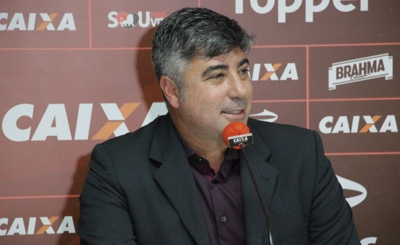 Diretores se reúnem e definem demissão de Alexandre Gallo do Vitória