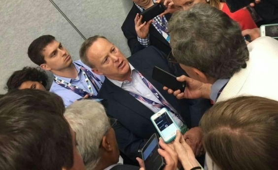 Porta-voz do presidente Donald Trump renuncia após seis meses no cargo