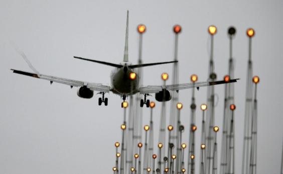 Ministério investiga Azul e Latam por falta de assistência a passageiros; entenda