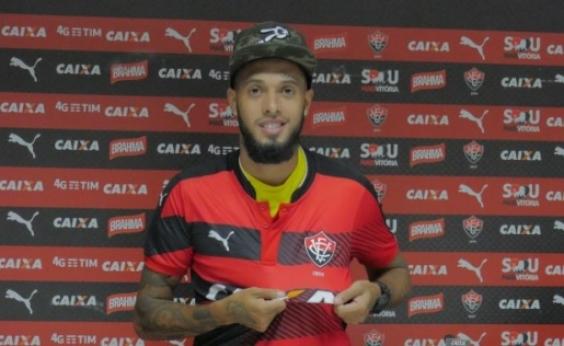 Vitória dispensa Paulinho e Leandro Salino