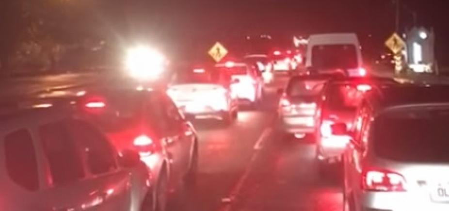 [Com obra da CLN, motoristas enfrentam mais de 5h de congestionamento entre Praia do Forte e Salvador]