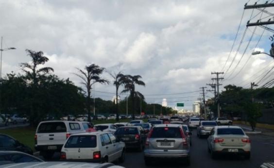 Trânsito: motoristas enfrentam retenção no Rio Vermelho e Largo da Calçada