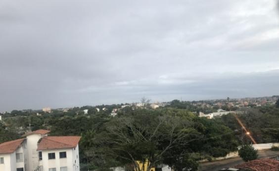 Semana começa com tempo nublado e possibilidade de chuva; veja previsão