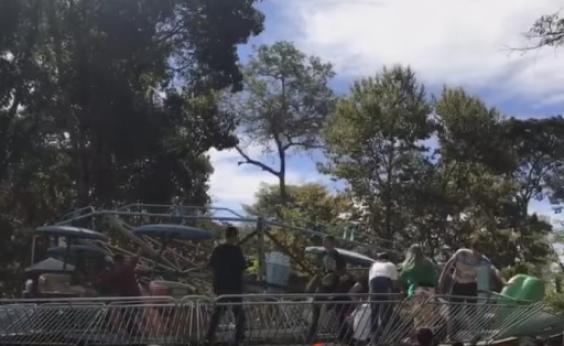 Acidente com brinquedo deixa 11 feridos em parque; veja vídeo