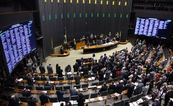 Governo estuda esvaziar sessão que votará denúncia contra Michel Temer