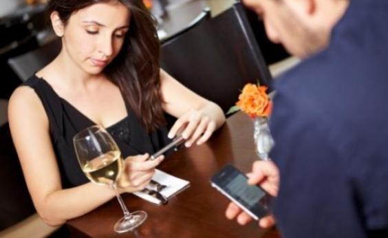 Psiquiatra alerta que uso excessivo dos celulares pode ser prejudicial