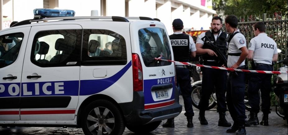 [Polícia busca suspeito de atropelar seis soldados de patrulha antiterrorista em Paris]