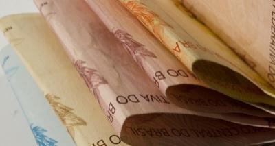 Para reduzir rombo, governo quer limitar salário inicial de servidor a R$ 5 mil