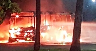 Queima de ônibus nas proximidades do Centro de Convenções é investigada pela polícia