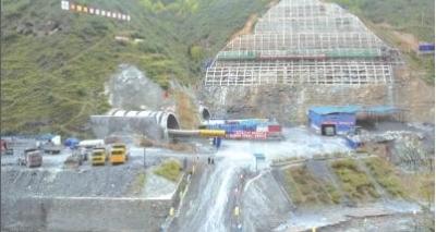 Acidente com ônibus em túnel da China deixa 36 mortos e 13 feridos