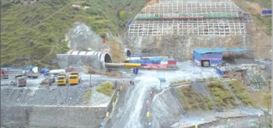[Acidente com ônibus em túnel da China deixa 36 mortos e 13 feridos]
