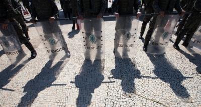 Senado avalia proposta que impede julgamento de militares pela Justiça comum