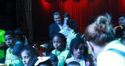 Mil crianças carentes são levadas ao circo pelas Voluntárias Sociais