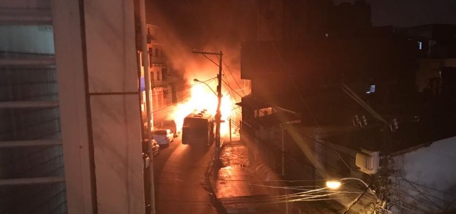[Ônibus é incendiado em Tancredo Neves; é o segundo caso em 24 horas]