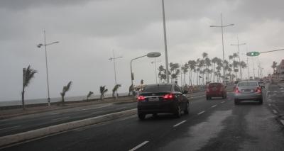Com previsão de mau tempo, Salvador terá chuvas e ondas de até 4 metros neste fim de semana
