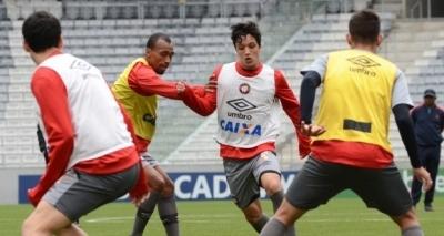 Atlético-PR tem retorno de quatro jogadores para enfrentar o Bahia