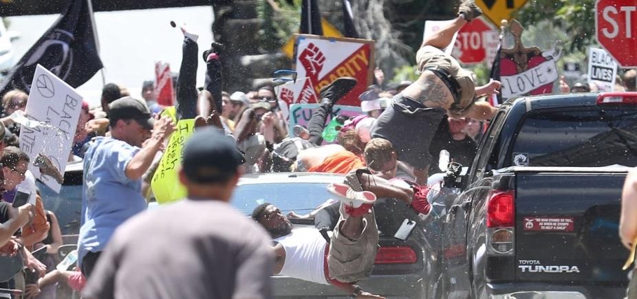 [Motorista avança contra multidão durante protesto extremista nos Estados Unidos; veja vídeo]
