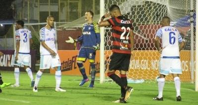 Vitória abusa de perder gols e perde para o Avaí por 1 a 0 no Barradão