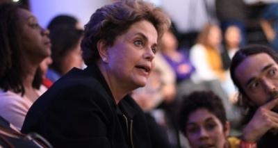 Dilma critica reforma política e diz que proposta é extensão do 'golpe'