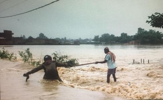 Deslizamentos e inundações no Nepal deixam pelo menos 40 mortos e milhares de desabrigados