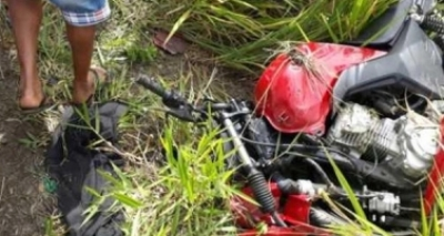 Colisão entre carro e moto mata casal na BA-046, em Nazaré