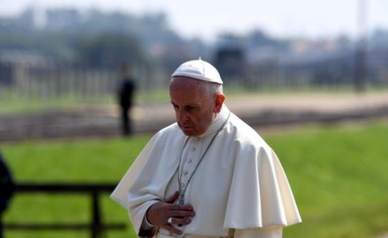Papa critica cristão que consulta horóscopo e cartomante: Fé não é tão forte