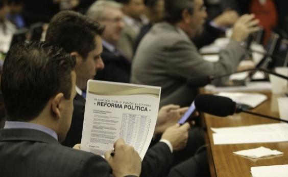 PEC que cria distritão e fundo eleitoral está pronta para ir a plenário