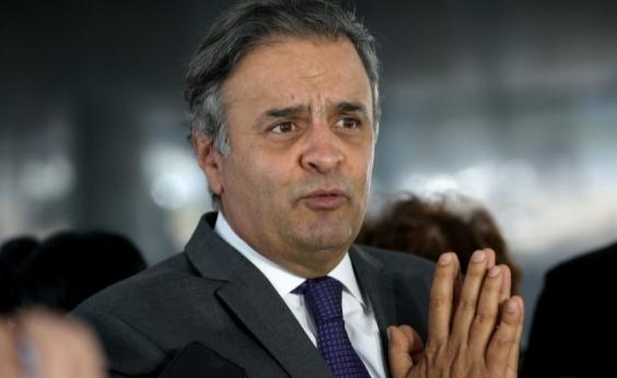 Aécio diz que PSDB permanece no governo mesmo que perca ministérios
