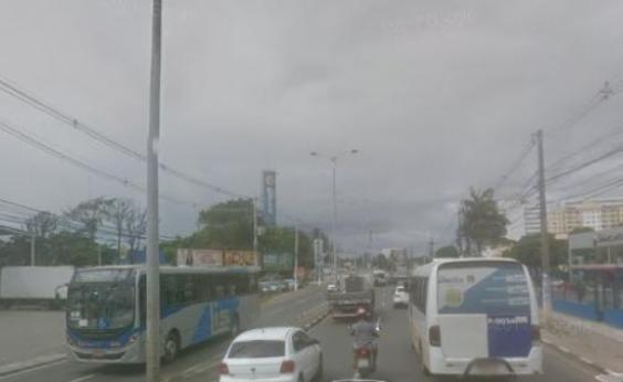 Acidente na Estrada do Coco deixa o trânsito travado em Lauro de Freitas e na Paralela