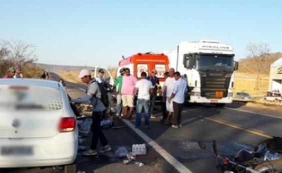 Colisão entre moto e carro deixa um morto na BR-242, em Barreiras