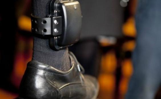 Parecer a favor de projeto que obriga preso a pagar tornozeleira é apresentado na CCJ
