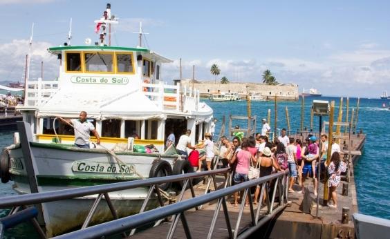 Após maré baixa e suspensão de travessias, movimento é intenso para embarque em lanchas no Terminal Náutico