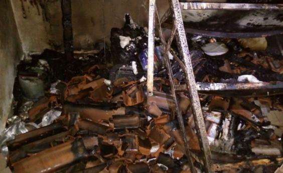 Curto-circuito provoca incêndio e deixa casa destruída em Barreiras