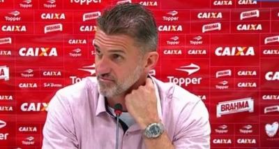 Vagner Mancini discute com repórter após triunfo do Vitória: