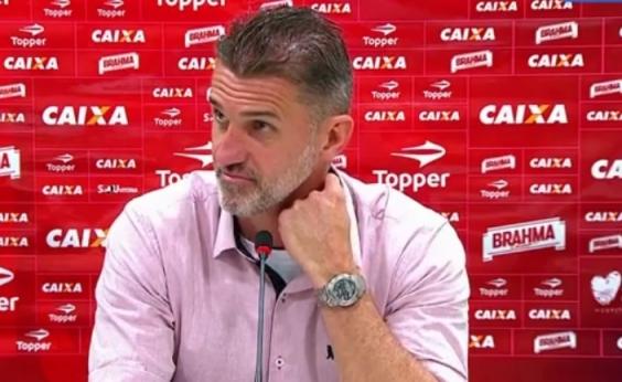 Vagner Mancini discute com repórter após triunfo do Vitória: Você está sendo parcial; assista