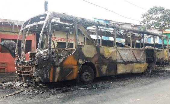 Ônibus de vereador é incendiado em Salvador: Arrombaram a porta e tocaram fogo