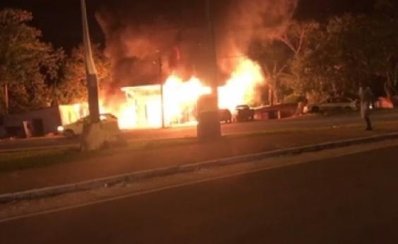 Incêndio em borracharia se alastra e destrói outros seis imóveis em Ilhéus