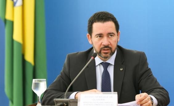 Ministro nega redução do salário mínimo: Valor definitivo será conhecido em dezembro; vídeo