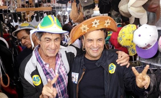 Aécio me deve desculpas pessoalmente, diz cantor que apoiou senador tucano