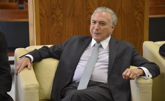 Ao lado do presidente, Temer comete gafe e chama Paraguai de Portugal